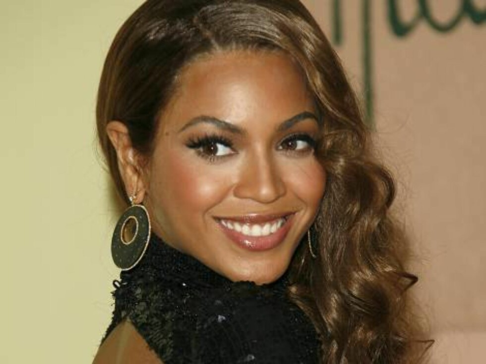 LOS ANGELES, CA - FEBRUARY 11:  Singer Beyonce Knowles arrives at the Sony/BMG Grammy party held at the Beverly Hills Hotel on February 11, 2007 in Beverly Hills, California.  (Photo by Mark Davis/Getty Images) *** Local Caption *** Beyonce Knowles * SPEC Foto: All Over Press