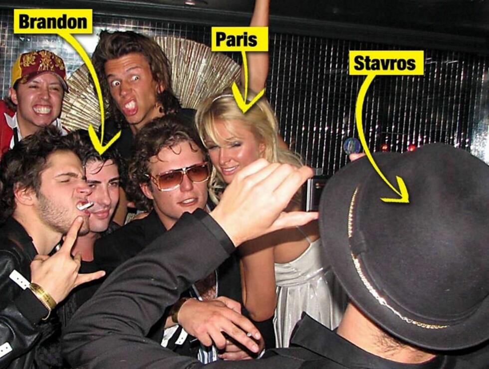 FESTET MED EKSENE: Stavros tar bilde av Paris, Brandon og flere andre festdeltagere. Er trekanten allerede i boks? Foto: x17