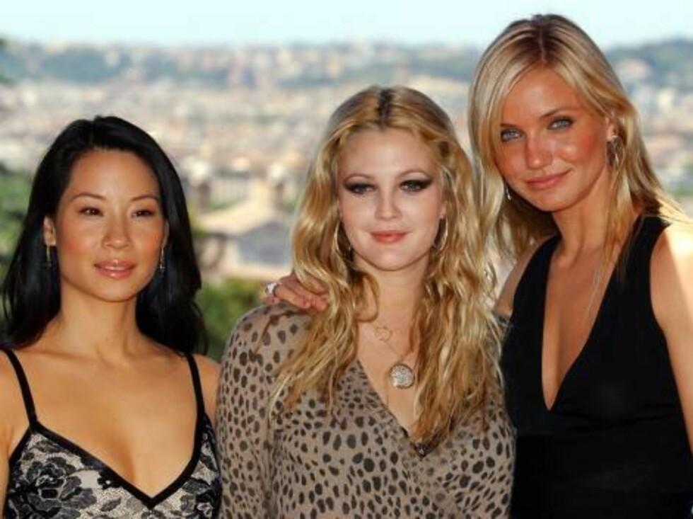 "HIMMELSKE LOKKER: Drew (midten) ser ut som en engel sammen med de andre ""Charlie's Angels""-stjernene i 2003. Foto: AP"