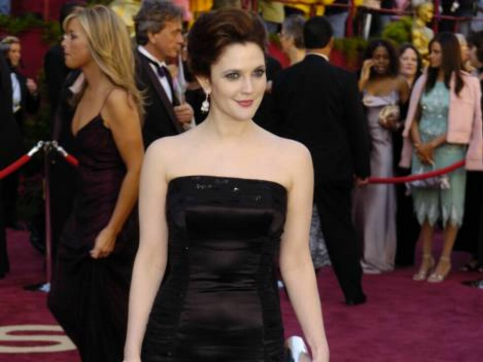 Drew Barrymore arrives for the 77th Academy Awards Sunday, Feb. 27, 2005, in Los Angeles. (AP Photo/Chris Pizzello) Foto: AP