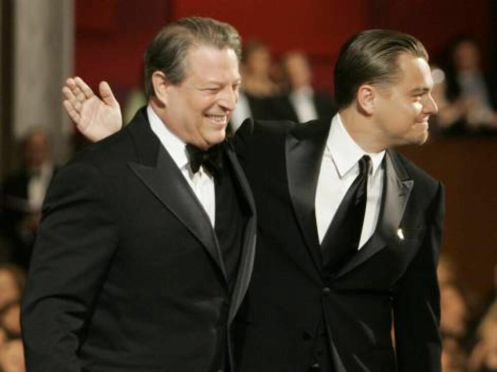 "OSCAR 2007: Leonardo DiCaprio (t.v) var nominert for beste mannlige hovedrolle i ""Blood Diamond"", men vant ikke. Her er han sammen med tidligere visepresident i USA, Al Gore.  Foto: AP/Scanpix"