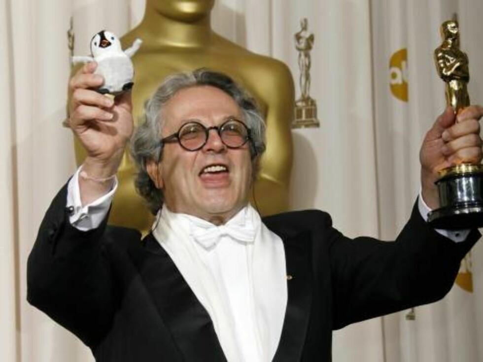 """OSCAR 2007: Det ble produsent George Miller og hans animasjonsfilm """"Happy Feet"""" som mottok prisen fra Diaz. Foto: AP/Scanpix"""