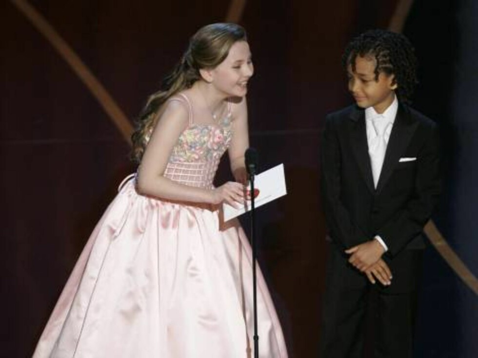 ** EMBARGOED AT THE REQUEST OF THE ACADEMY OF MOTION PICTURE ARTS AND SCIENCES FOR USE UPON CONCLUSION OF THE ACADEMY AWARDS TELECAST ** Abigail Breslin, left, and Jaden Smith present a Oscar for the best animated short film during the 79th Academy Awards Foto: AP