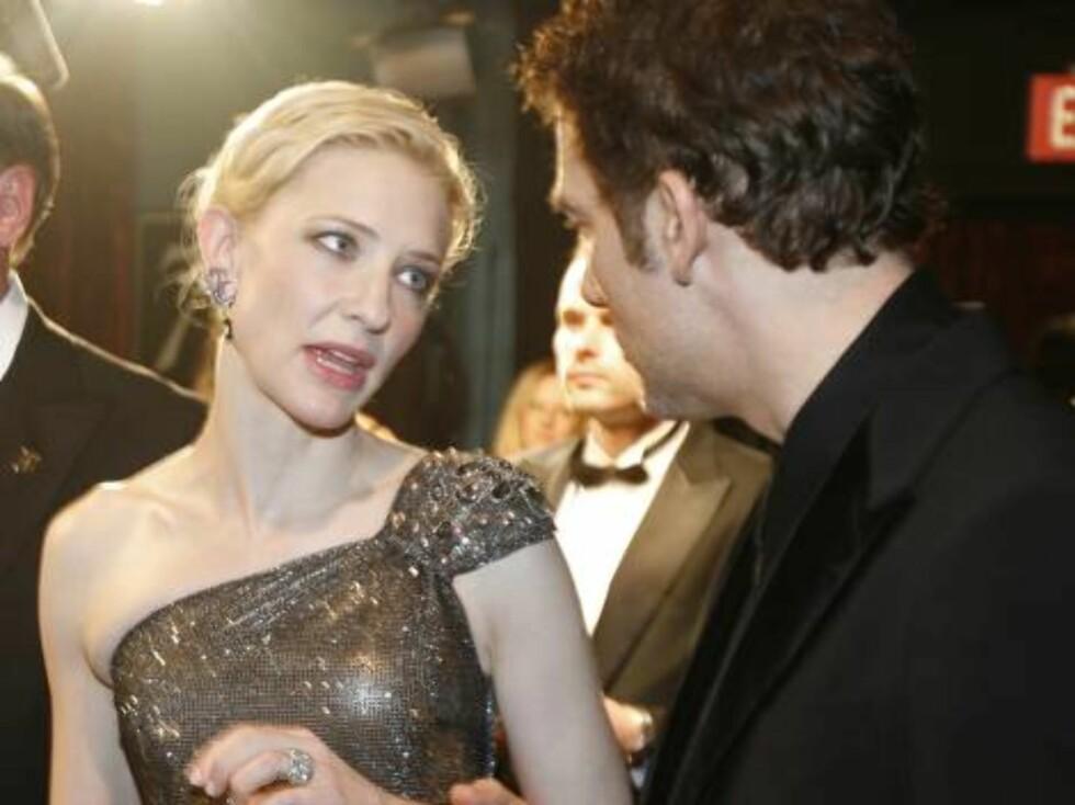 OSCAR 2007: Tidligere Oscar-vinner Cate Blanchett slår av en prat med kollega Clive Owen. Foto: AP/Scanpix