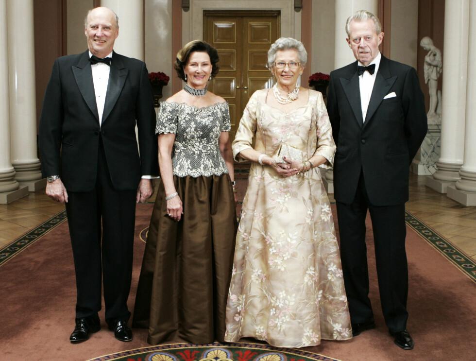 FESTIVITAS: Kong Harald og dronning Sonja var vertskap for prinsesse Astrids 75-årsdag. Til høyre hennes mann Johan Martin Ferner. Foto: SCANPIX