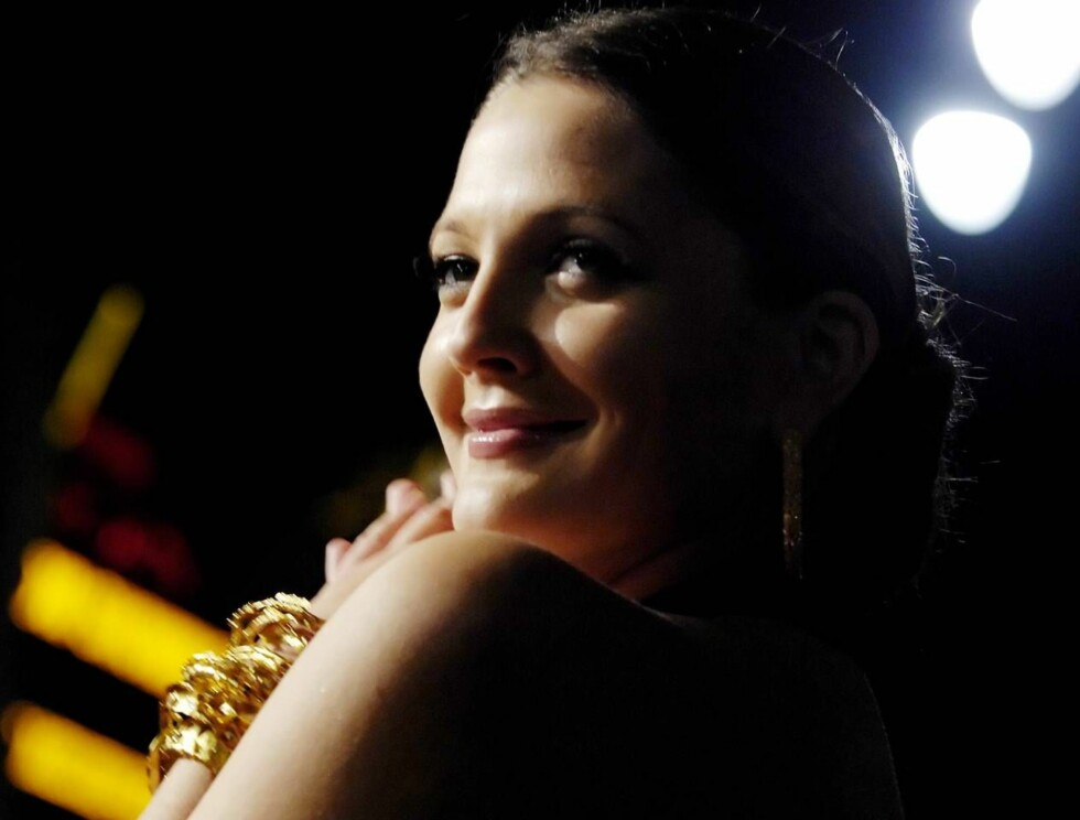 KLAR: - Hun er så utrolig sexy ..., forteller Drew Barrymore om kollegaen Juliette Lewis. Foto: AP/Scanpix