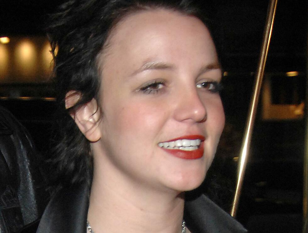 FØR: Britneys hår var slitt etter mye behandling, og store tjafser skal ha falt ut. Foto: Stella Pictures
