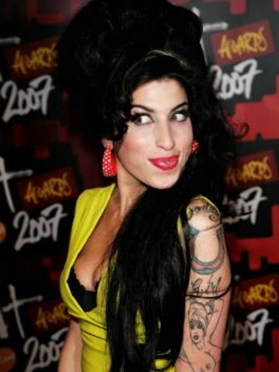 LONDON - FEBRUARY 14:  (UK TABLOID NEWSPAPERS OUT)  Singer Amy Winehouse arrives at The BRIT Awards 2007 in association with MasterCard at Earls Court 1 on February 14, 2007 in London, England.  (Photo by Dave Hogan/Getty Images) *** Local Caption *** Amy Foto: All Over Press