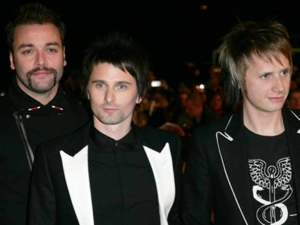 British rock band Muse, from left, Chris Wolstenholme, Matt Bellamy and Dom Howard, arrive for the Brit Awards ceremony at Earls Court in London, Wednesday, Feb. 14, 2007. Muse have been nominated for Best British Group and Best British Live Act and their Foto: AP