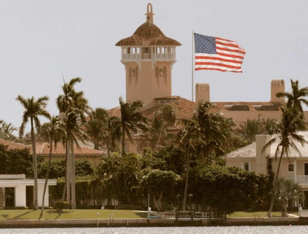 STRIDENS KJERNE: Dette flagget er for stort, mener myndighetene. Akkurat passe, mener Donald Trump. Foto: AP