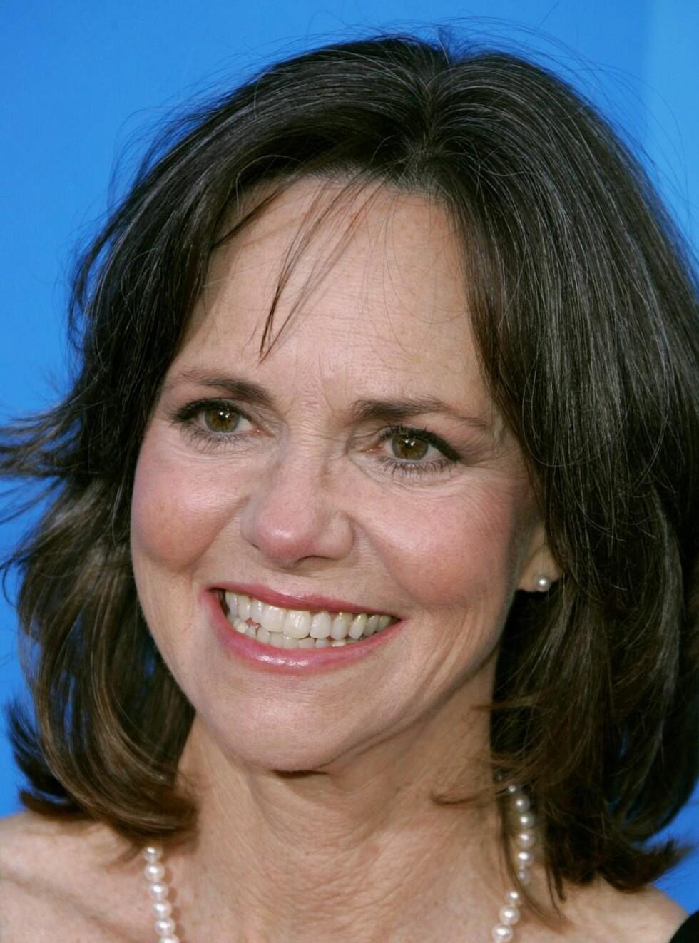 FLOTT DAME: Sally Field har inngått en pakt med Jane Fonda. Nå skal rynkene bli tatt i mot med åpne armer. Foto: Scanpix