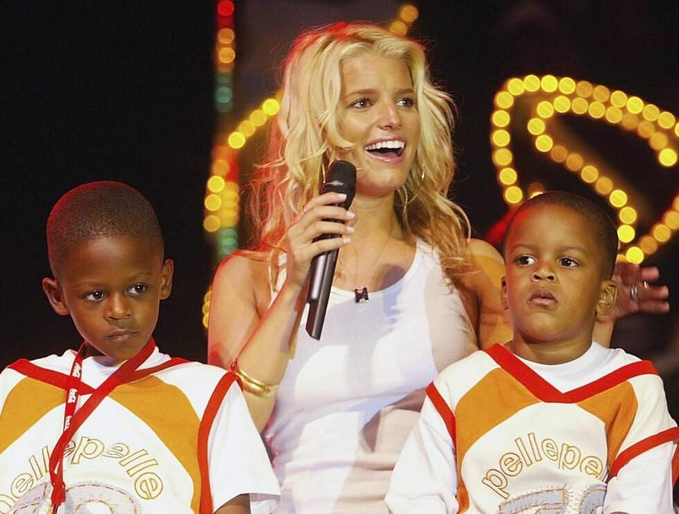 KLAR: - Jeg vil ha tre barn, men jeg vet ikke om jeg klarer å føde tre ganger, forteller adopsjonsklare Jessica Simpson. Her er hun på et veldedighetsarrangement i 2003. Foto: All Over Press