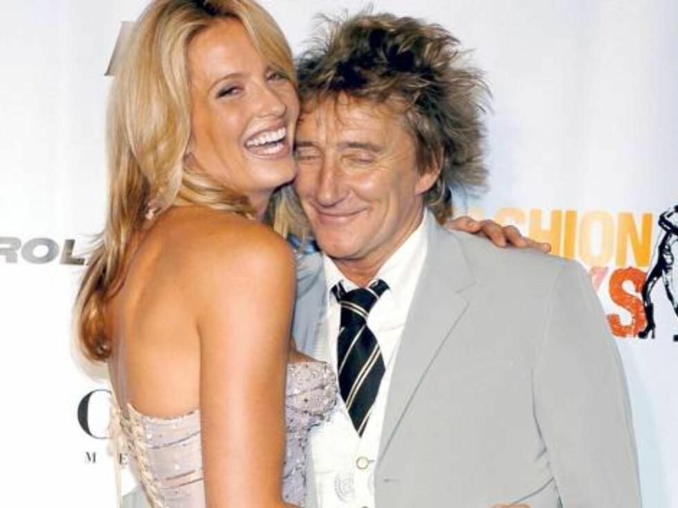 VALENTINE: ... Og det samme gjør Rod Stewart for sin Penny Lancaster. Foto: Stella Pictures