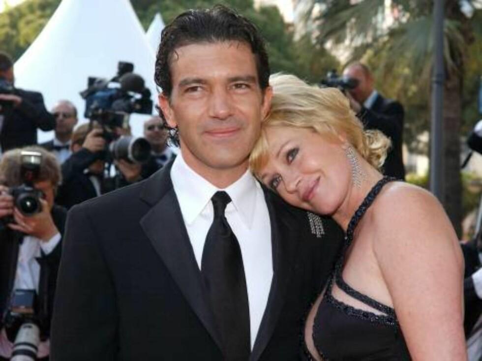 VALENTINE: Skuespillerparet Antonio Banderas og Melanie Griffith er aldri redde for å vise sin kjærlighet. Det er lett å se at de elsker Valentindagen. Foto: Stella Pictures
