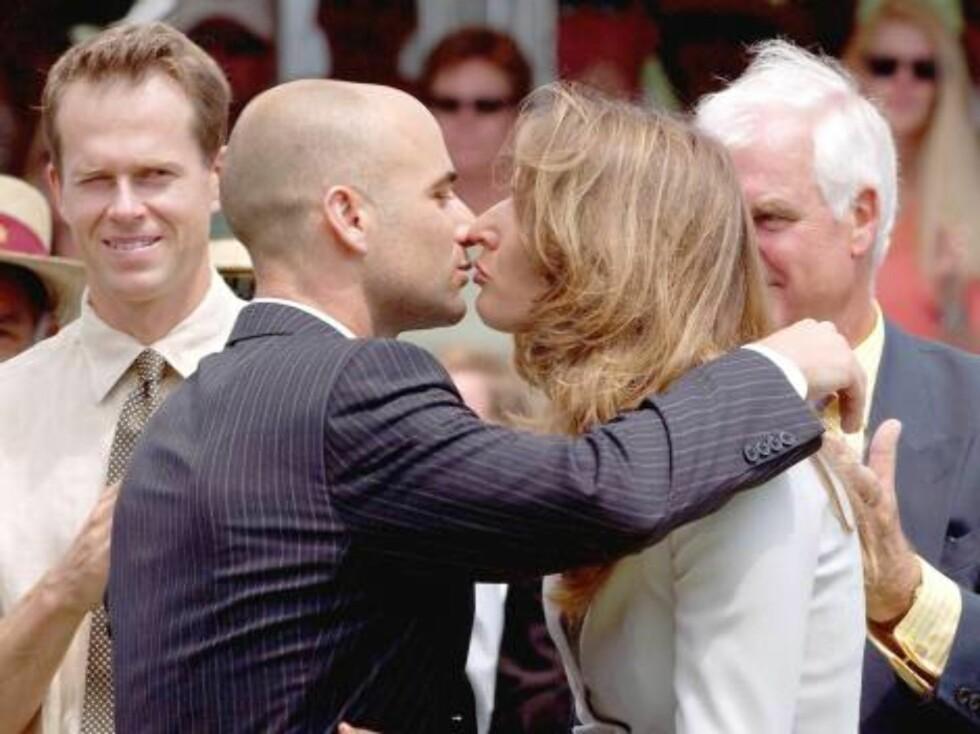 VALENTINE: Tennisparet Andre Agassi og Steffi Graf elsker å kose og klemme ... Foto: Stella Pictures