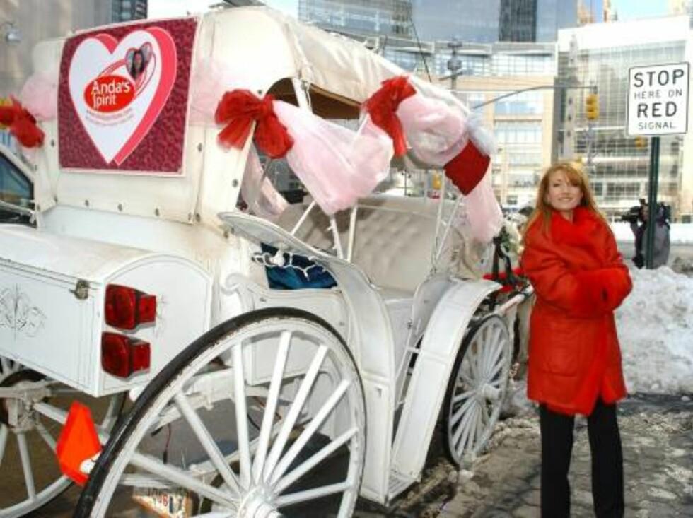 VALENTINE: Slik blir Valentindagen feiret i USA. Her er den tidligere Bond-baben Jane Seymour klar til dyst. Foto: Stella Pictures