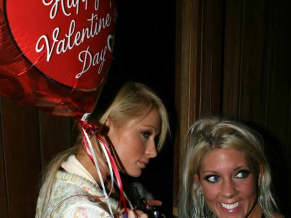 Paris Hilton resdy for Valentine in Hollywood Feb 9, 2007 X17online EXCLUSIVE Foto: All Over Press