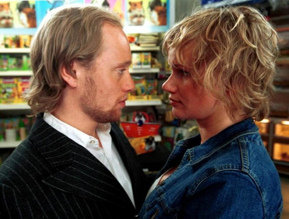 """SCENE: Det er blant annet bilder fra den intense sex-scenen mellom Laila og Aksel Hennie i """"Johnny Vang"""" som spres på nettet i skrivende stund. Foto: Filmweb"""