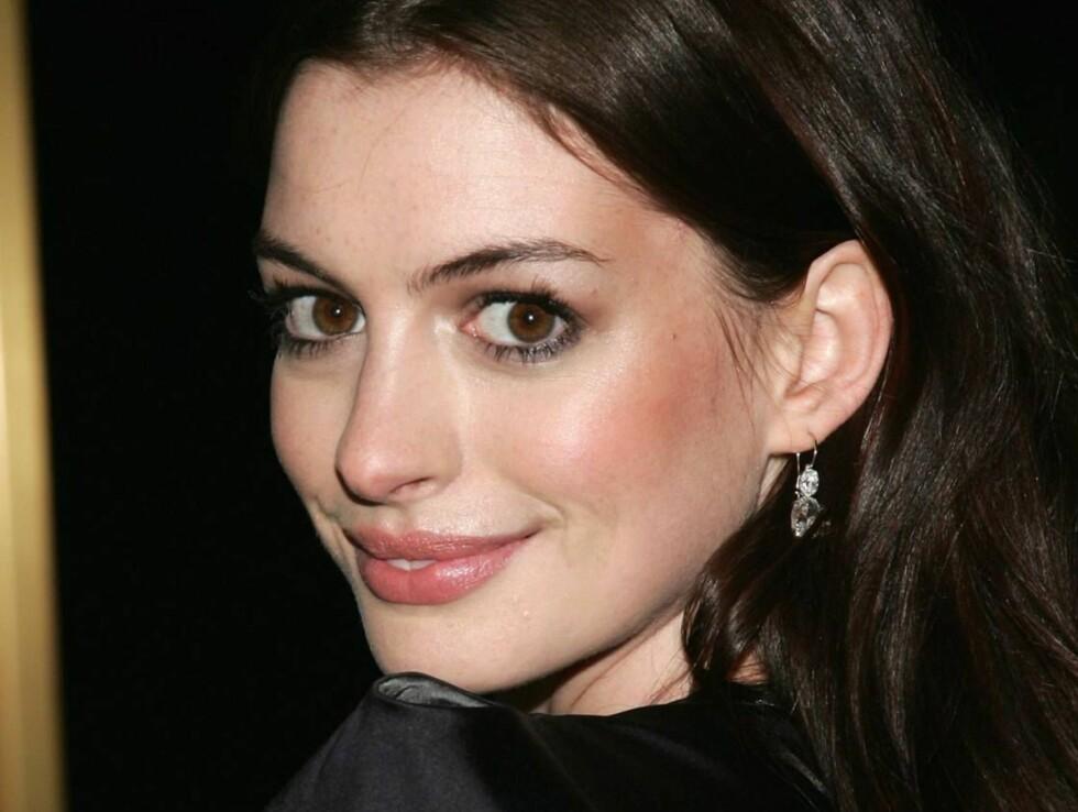 VAKKER: Anne Hathaway snakker ut om problemene hun hadde som tenåring! Foto: All Over Press