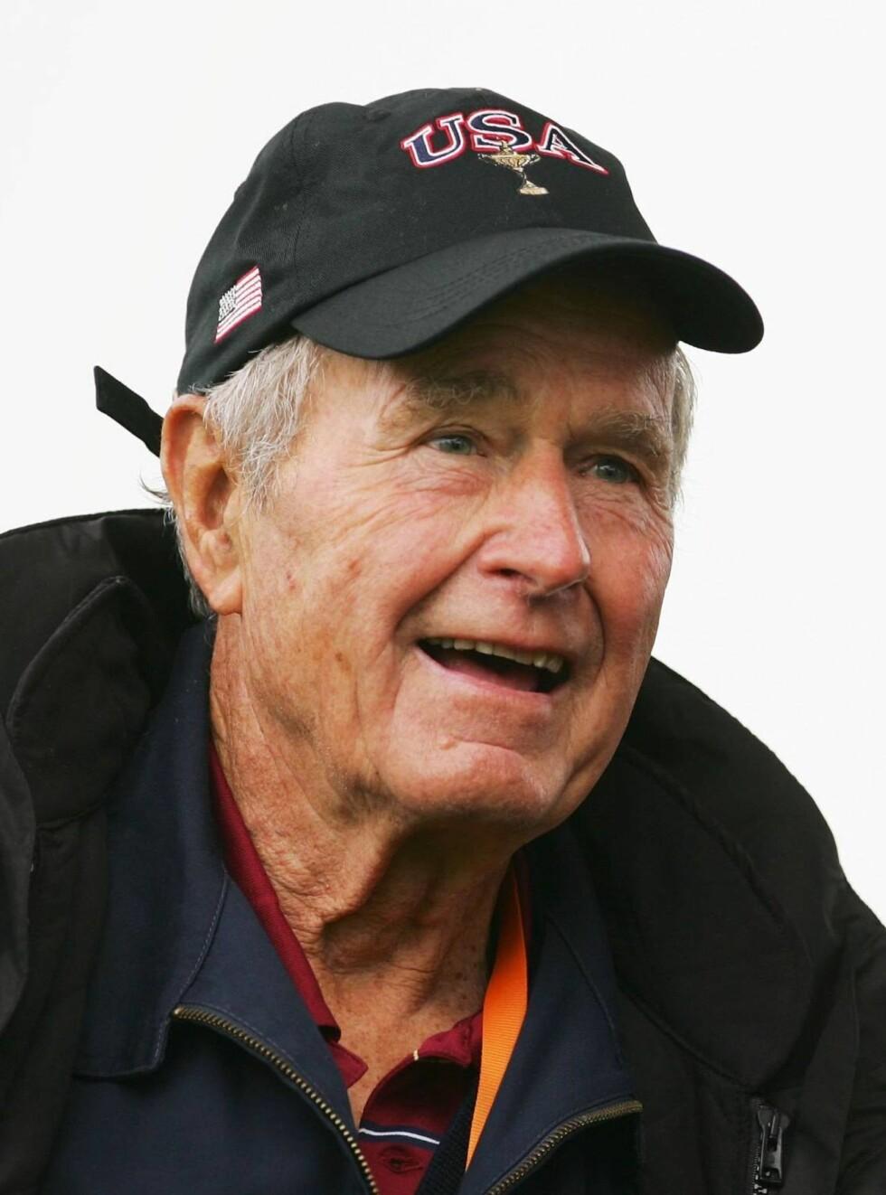 TERI-FAN: George Bush fikk drømmen oppfylt - lunch med Teri Hatcher. Foto: All Over Press