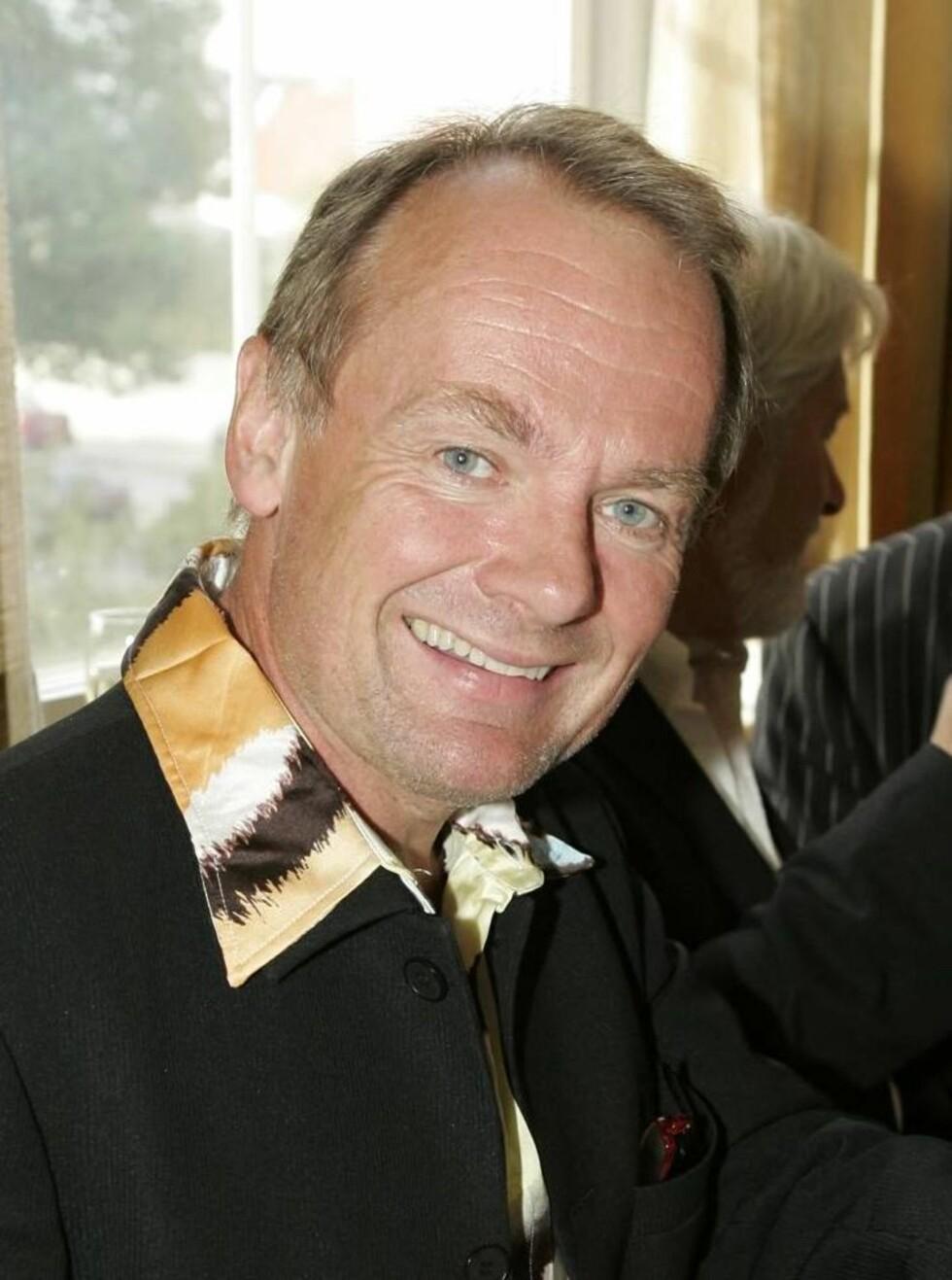 ISDANSER: Per Christian Ellefsen gleder seg til å isdanse - men han mener han er best til å gli bakover. Foto: Espen Solli, Se og Hør