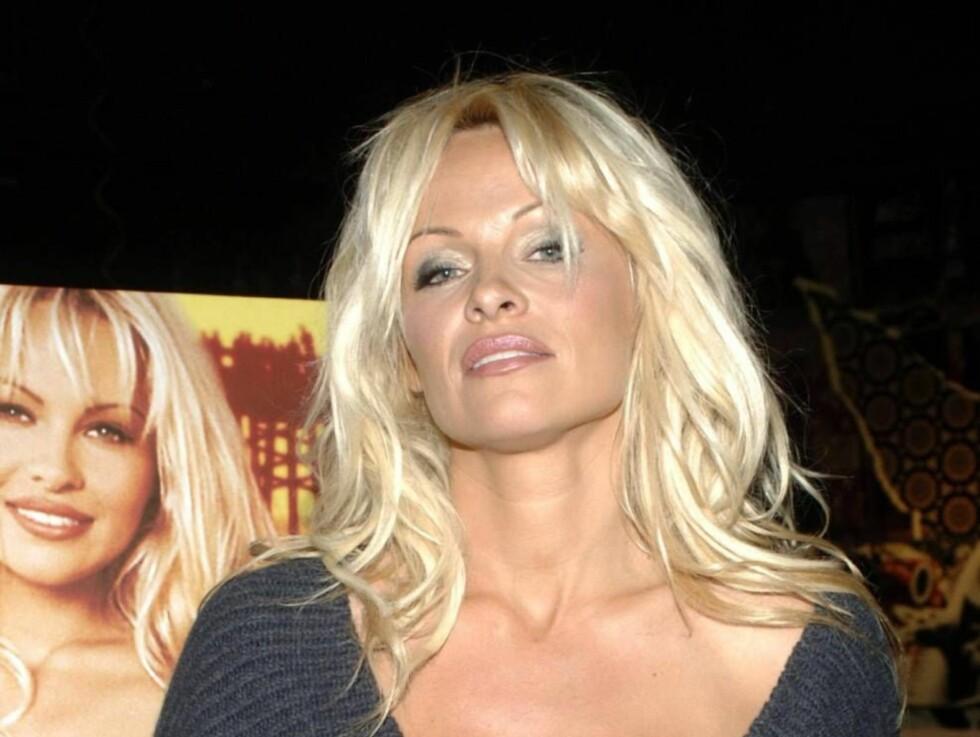 BRYSTFAGER BLONDINE: Pamela Anderson ble verdenskjent da hun spradet rundt i sin røde badedrakt i Baywatch. Nå satser Keeley på å bli den nye Pamela. Foto: All Over Press