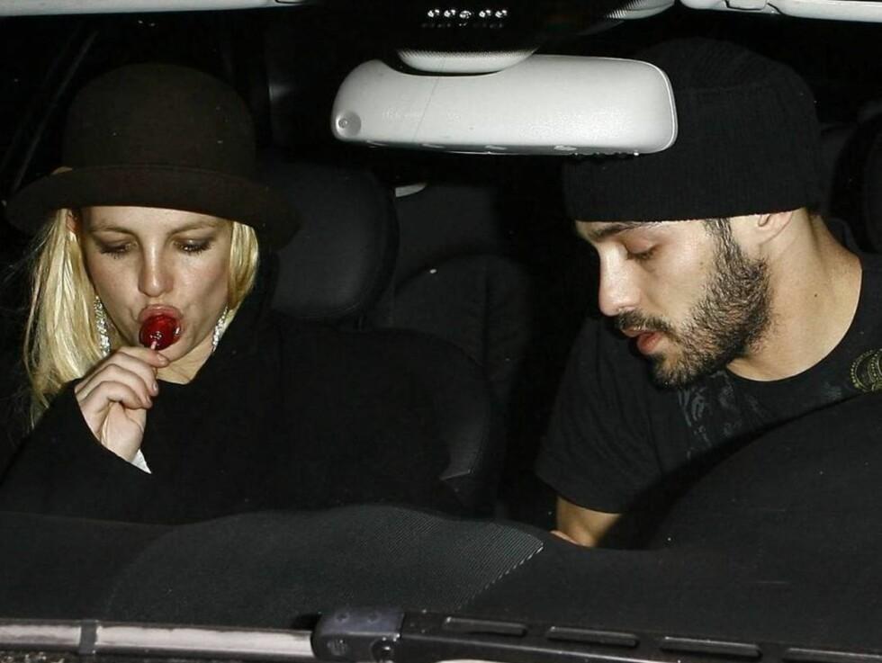 OVER OG UT: Britney og Isaac holdt sammen i litt over én måned... Foto: All Over Press