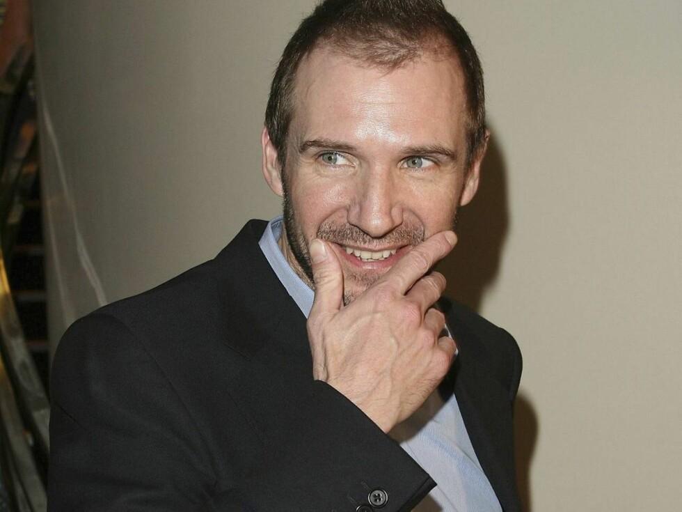 OOPS!: Ralph Fiennes fulgte etter en flyvertinne inn på do. Det var ikke populært... Foto: All Over Press