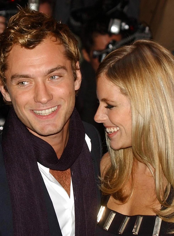 FORELSKET: Det kostet Sienna Miller dyrt å falle for storsjarmør Jude Law. Foto: AP