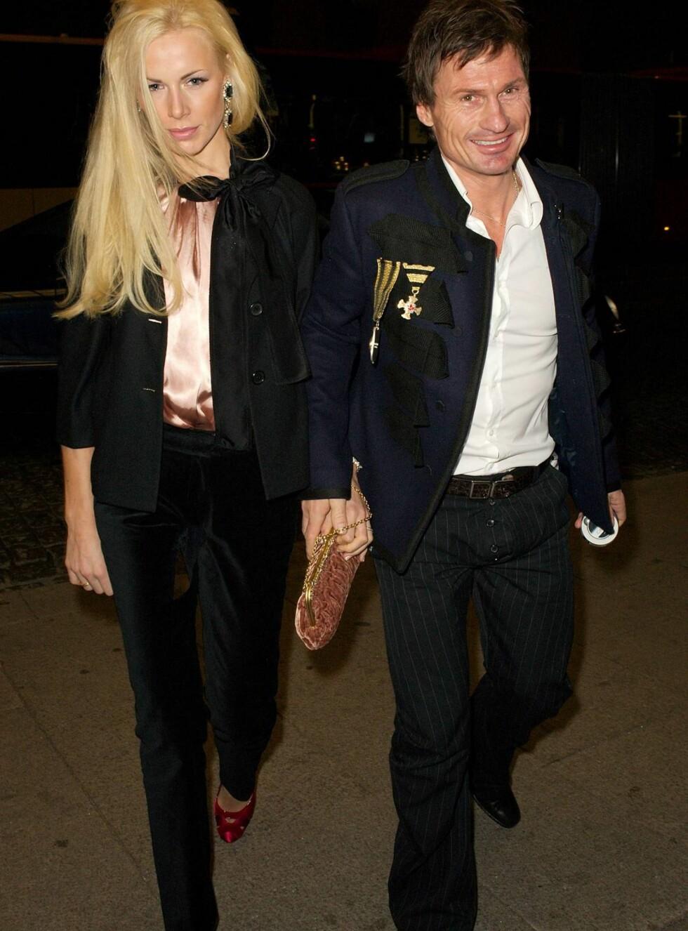 TRENDY PAR: Petter Stordalen er stolt av sin vakre kjæreste Gunhild Melhus - som i kveld viser mote for designeren Nora Farah. Foto: Andreas Fadum