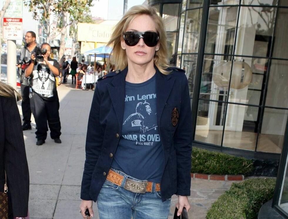 HOT MAMA: Sharon Stone nærmer seg 50 og er mor til tre - vi er målløse av beundring! Foto: All Over Press