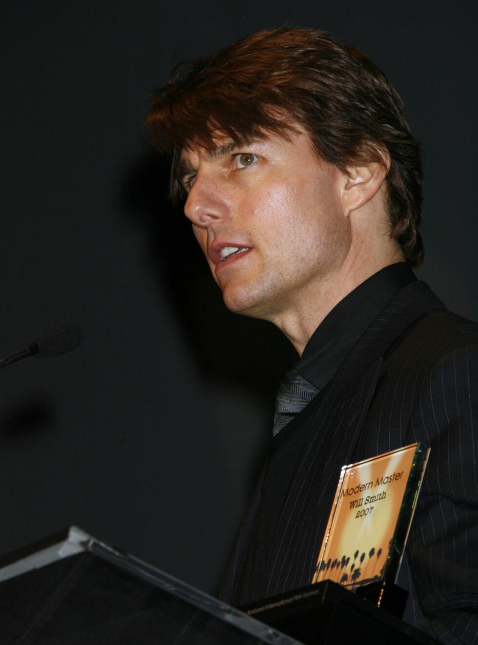 LIVREDD: Tom Cruise er midt i førtiårskrisen, og gjør alt for å tviholde på sin unge kjæreste.  Foto: AP