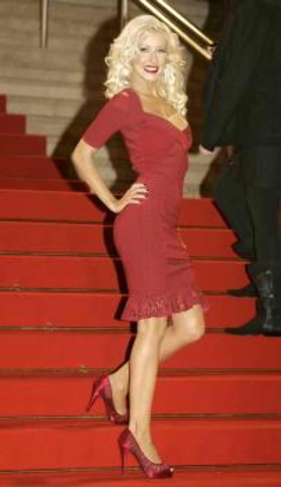 U.S. singer Christina Aguilera arrives at the Cannes festival palace to take part in the NRJ awards ceremony, in Cannes, southern France, Saturday, Jan. 20, 2007. (AP Photo/Lionel Cironneau) Foto: AP