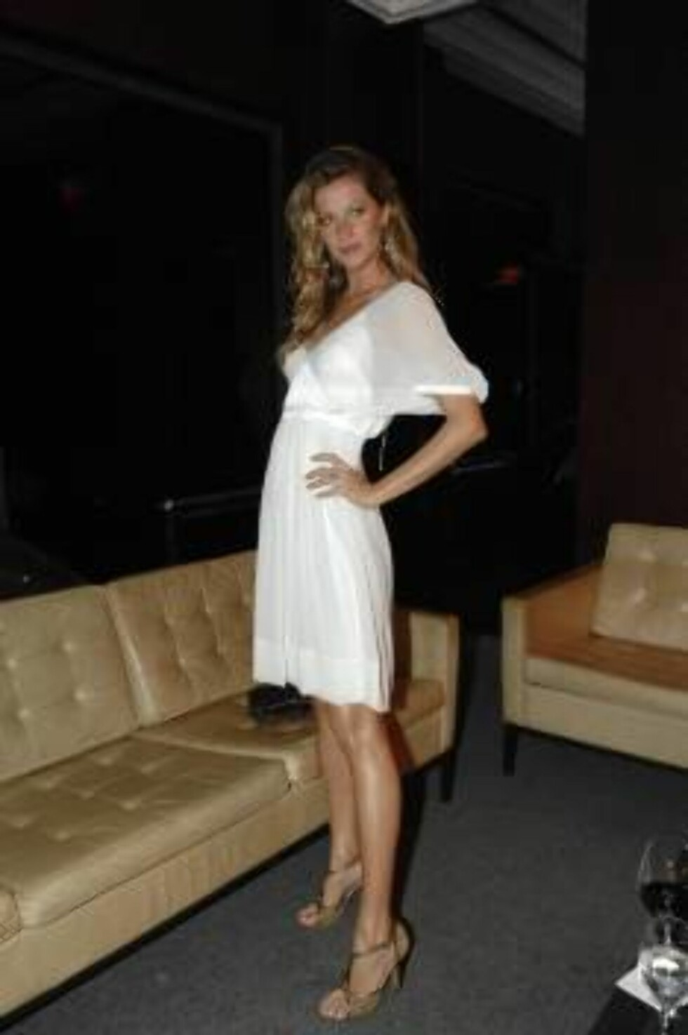 © QUEEN INTERNATIONALREFERENCE: TANCREDO/PREZIA***EXCLUSIVE***SAO PAULO, BRAZIL, 21 NOVEMBER 2006GISELE BUNDCHEN A BEAUTIFUL AND SYMPATHIC BUSINESS WOMANGisele Bundchen attended a business dinner in Casa Fasano dos Jardins in Sao Paulo.She arrived in the