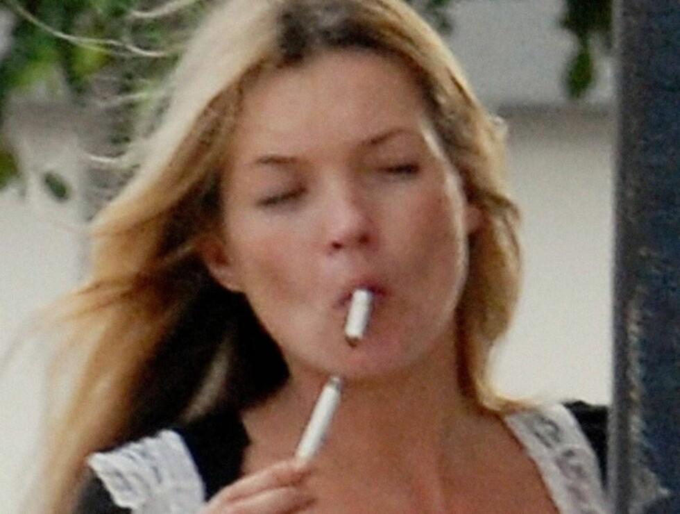 NEPPE UNGDOMSKILDEN: Det spørs om dette er måten å holde på gullkontraktene på.. I tillegg til sigarettene er både alkohol og kokain med på å lage linjer i fjeset til Kate. Foto: STELLA PICTURES