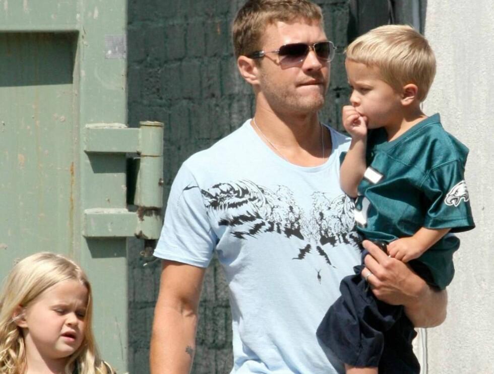 FAMILIEMANN: Ryan Phillippe med barna Ava og Deacon. Foto: All Over Press