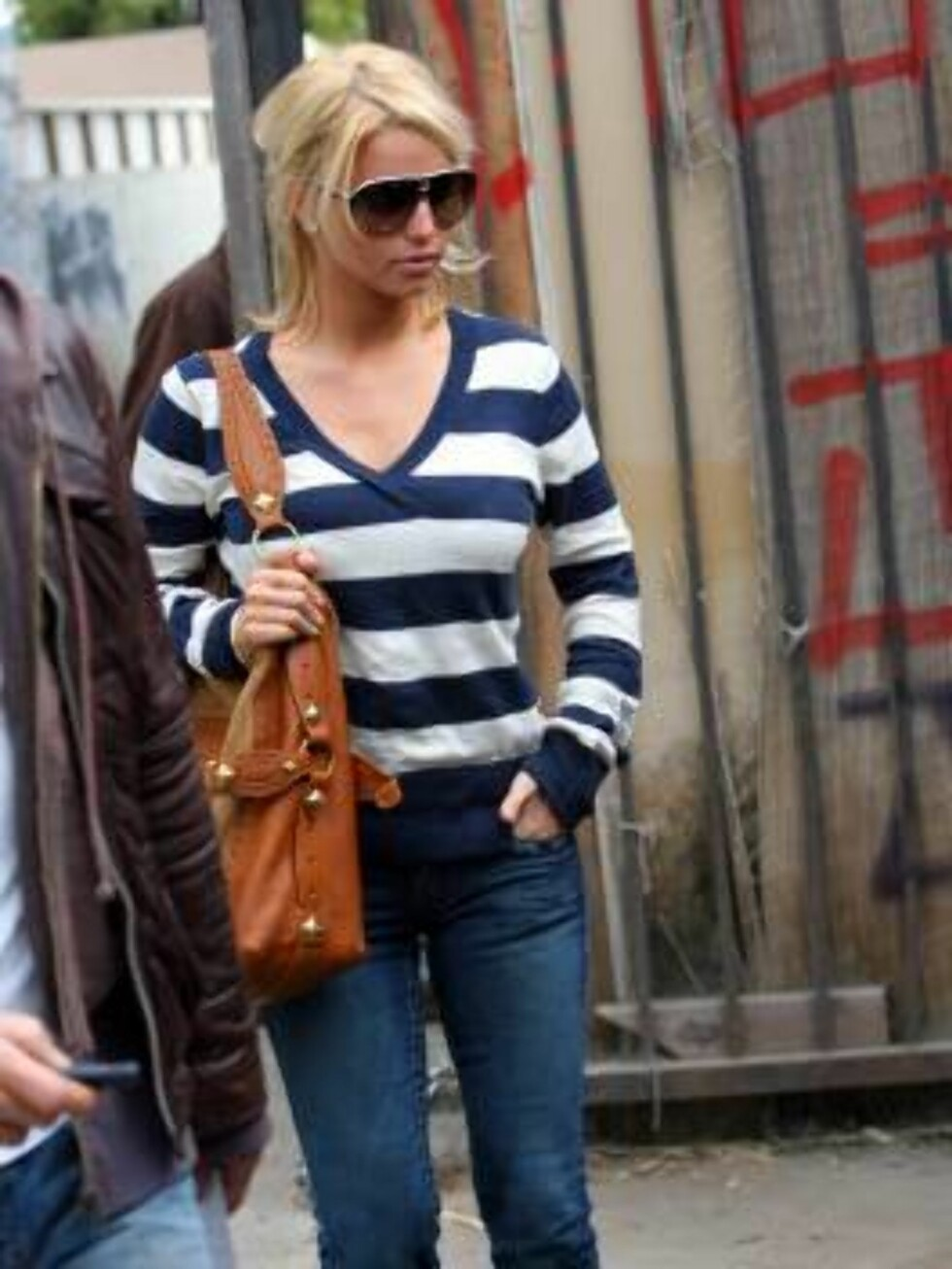 Jessica Simpson shops for antiques at Marlow anrique furniture store in Hollywood. The star  wearing stripes bought lamps and furniture for her new home. April 22, 2006 X17agency EXCLUSIVE / ALL OVER PRESS Foto: All Over Press