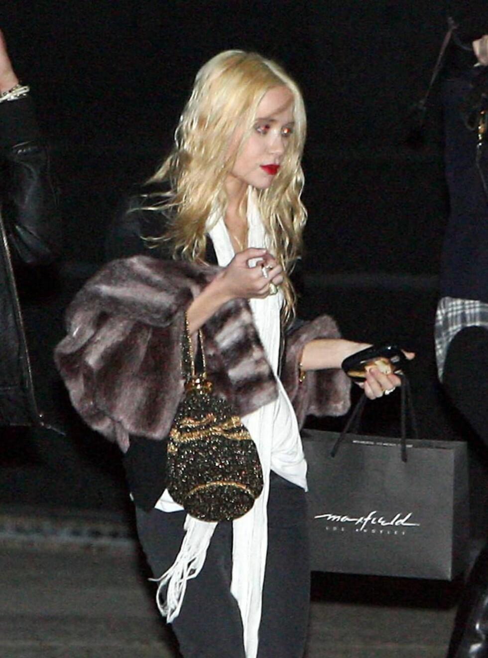 TYNN: Mary-Kates blonde hår skal i følge talskvinnen hennes gjøre henne slankere. Hun ser definitivt galere ut, men slankere? Foto: Stella Pictures