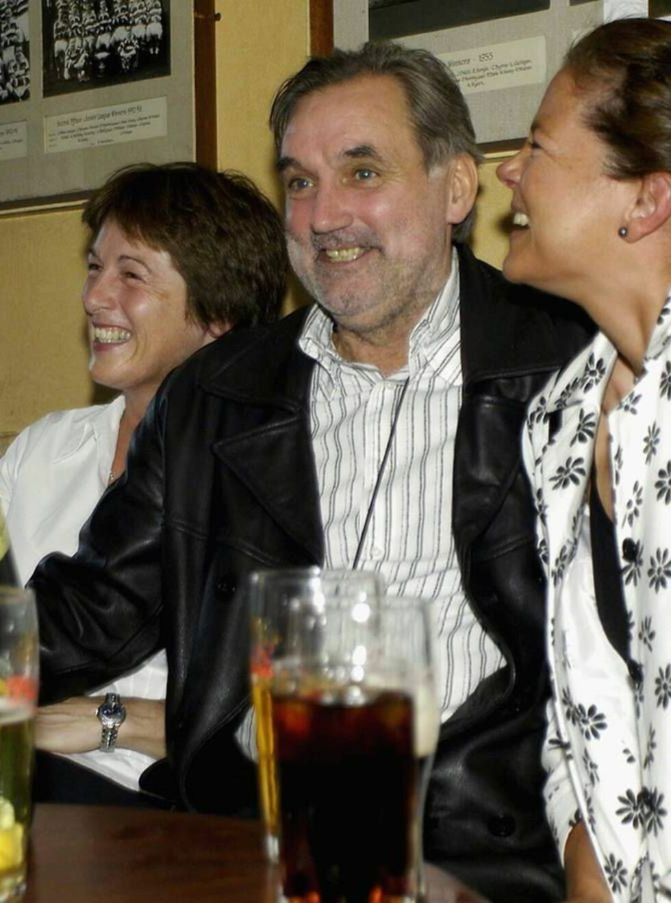 PLAYBOY: George Best brukte opp formuen på piker, vin og sang og gikk  personlig konkurs i 1981. Foto: All Over Press