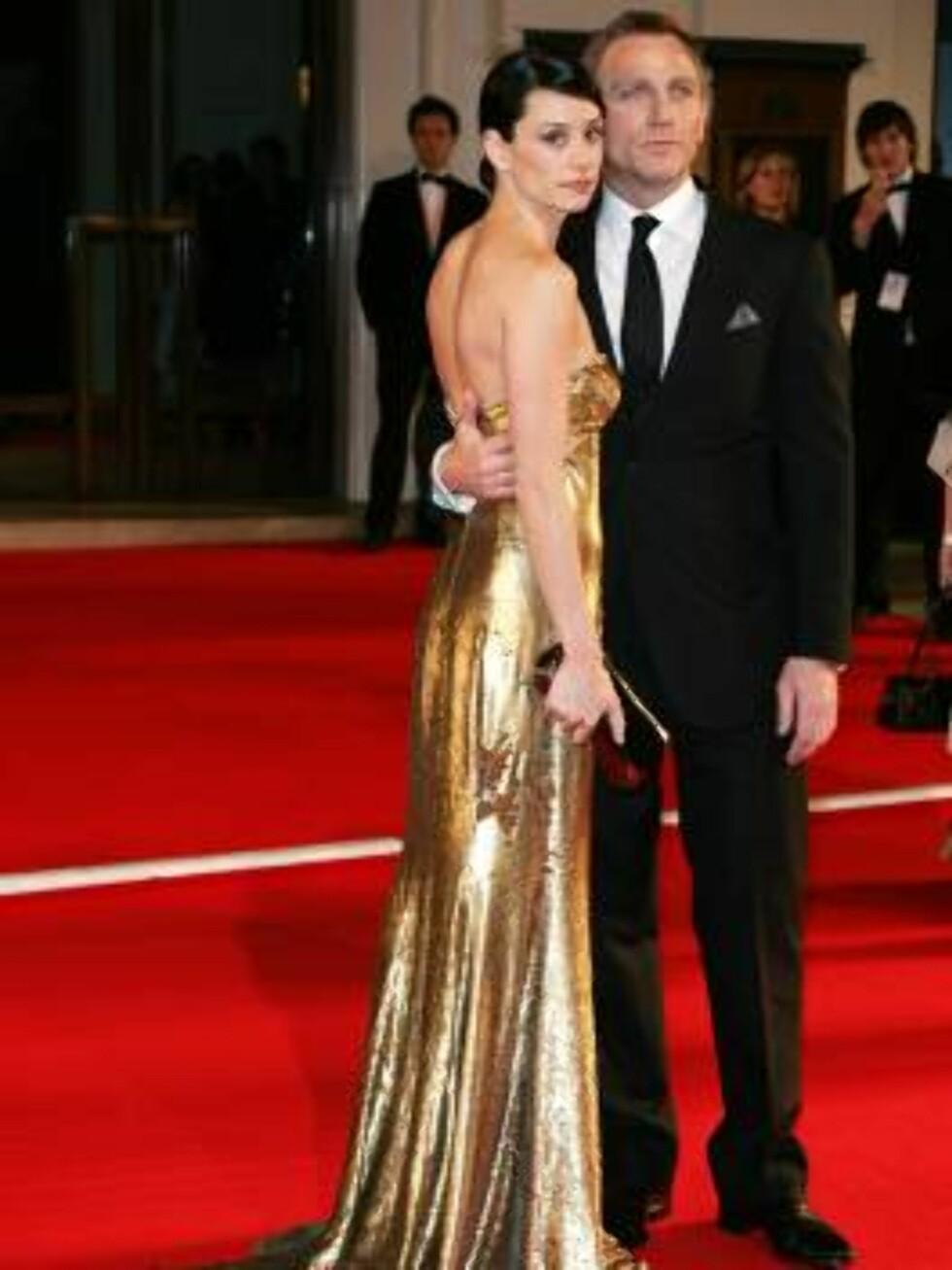 OGSÅ Daniel Craig har god grunn til å være stolt av sin kjære Satsuki Mitchell... Foto: SCANPIX