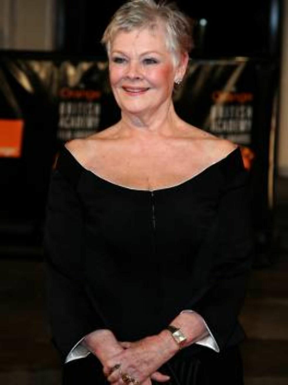 KLAR FOR FEST: Også Dame Judi Dench var klar for fest... Foto: SCANPIX