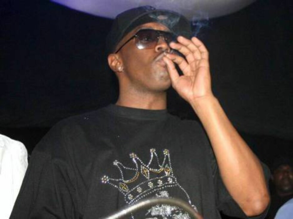 P.Diddy smoking a funny cigarette at club in Toronto Dec 22006 X17agency EXCLUSIVE Foto: All Over Press