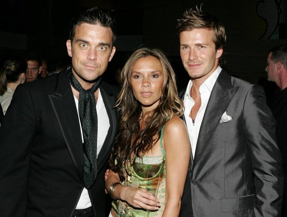 KLAR: - Robbie er desperat etter å få David med på laget hans, forteller en kilde Daily Mirror. Her er Williams sammen med herr og fru Beckham på en kjendisfest i 2005. Foto: AP/Scanpix