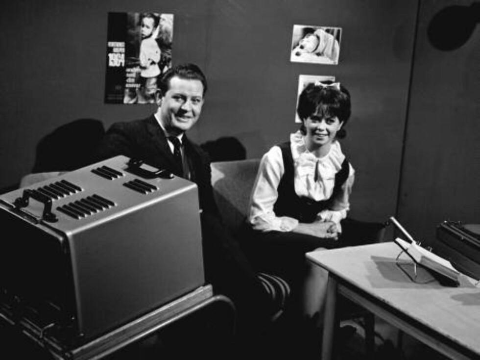 "Oslo 19641027. TV-programmet ""Falkeklubben"". Rolf Riktor og Wenche Myhre i studio.Foto: Henrik Laurvik, SCANPIX Foto: SCANPIX"