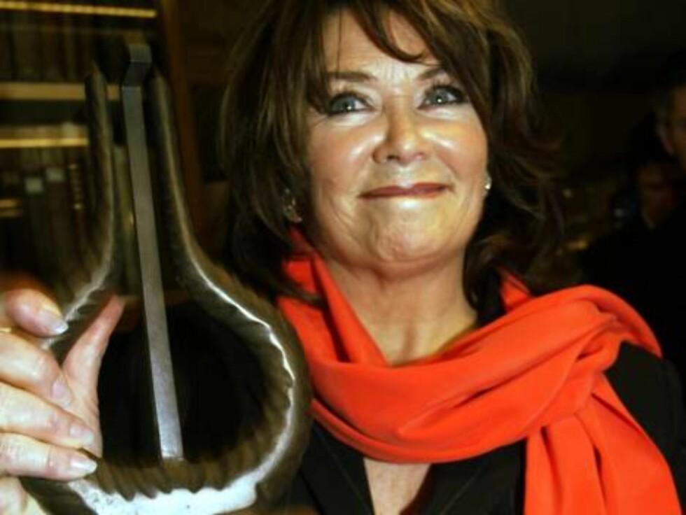 2004: Wenche vinner Hedersprisen under årets Spellemann-utdeling. Foto: SCANPIX