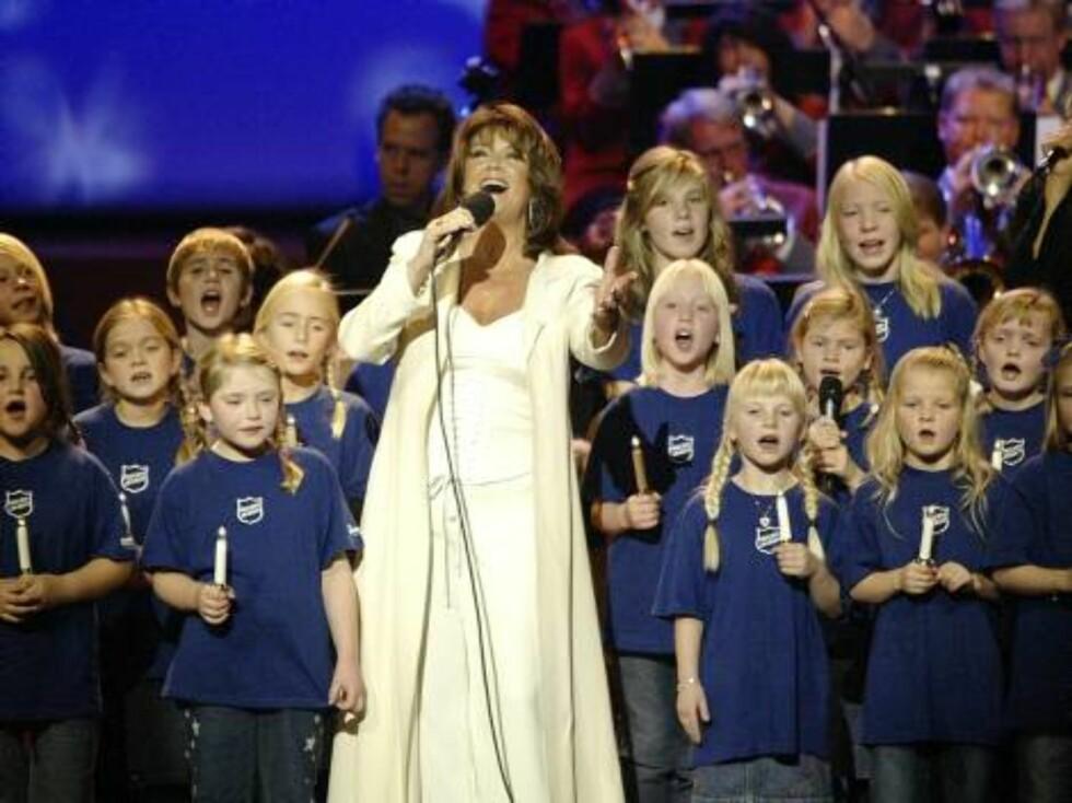 2004: Wenche er konfransier for Frelsesarmeens julekonsert i Oslo Konserthus. Foto: SCANPIX