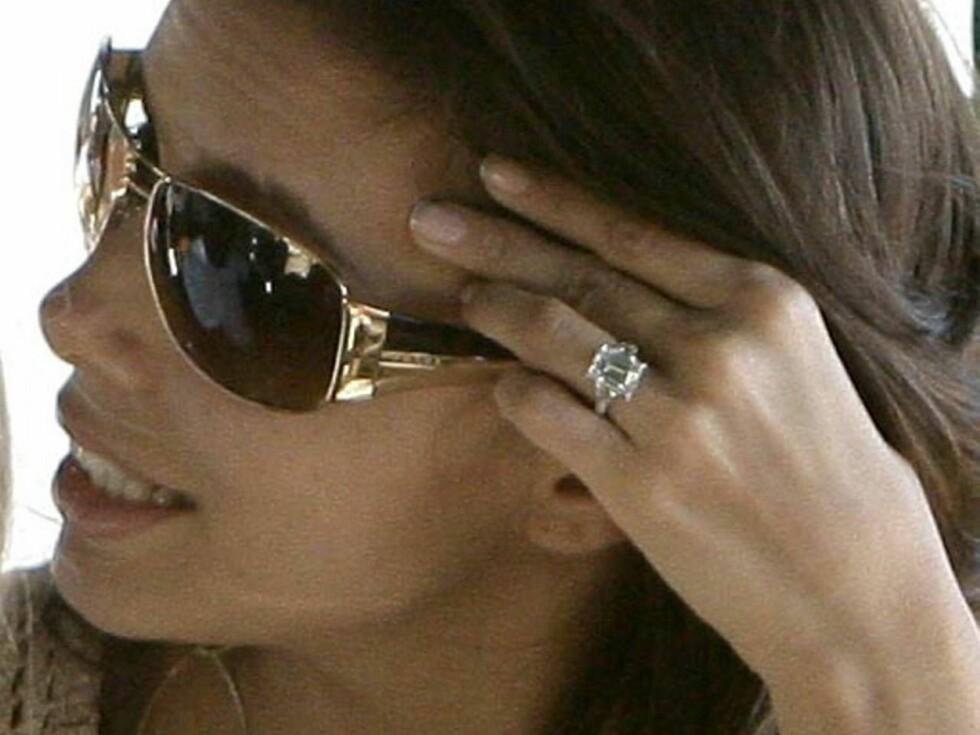 FLOTT: Det var denne ringen Tony ga Eva da han fridde til henne i november. Foto: STELLA PICTURES
