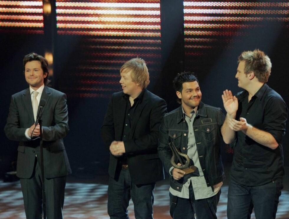"""VANT: """"De nye gitarkameratene"""" vant prisen for Årets Hit: """"Hallelujah"""", skrevet av Leonard Cohen. Men så var det å ta vare på prisen da, gutter... Foto: SCANPIX"""