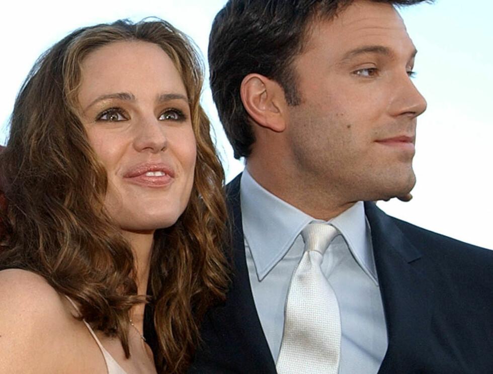 DRAMA: Det så ganske dramatisk ut der et øyeblikk for kjærlighetsringen. Ellers smiler lykken til Ben og Jennifer... Foto: AP