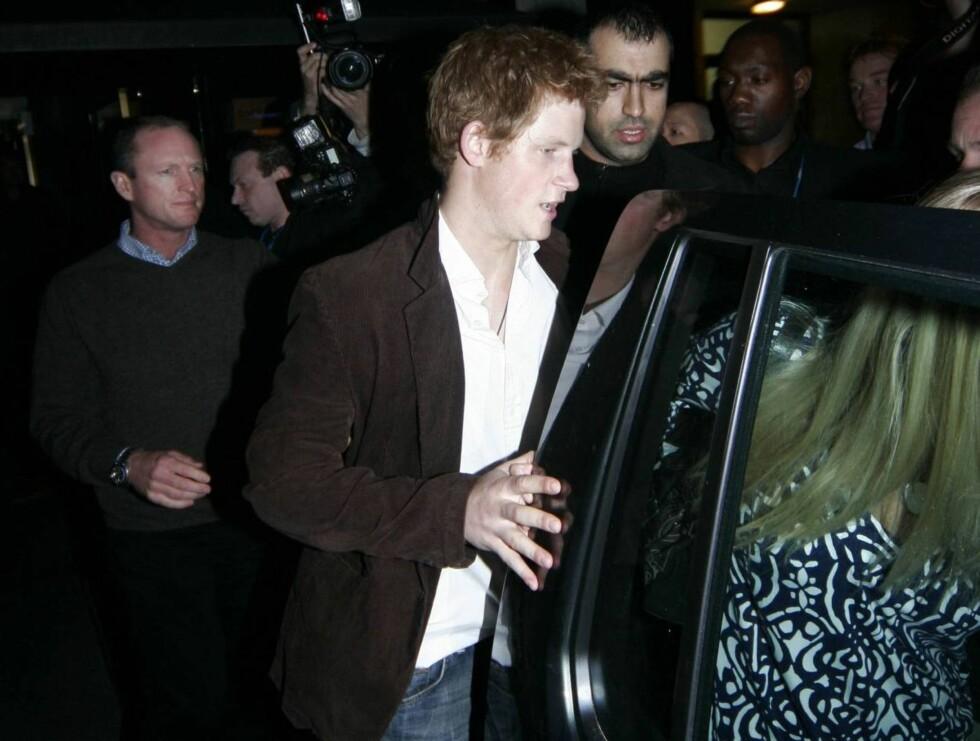 DROPPET MARSJEN: Prins Harry tok heller en tur på byen med kjæresten Chelsy Davy enn å marsjere med soldatkameratene sine.  Foto: Stella Pictures